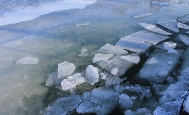 Лед начал таять