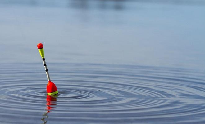 Поплавок в воде